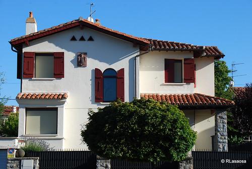 Chalet unifamiliar de la Colonia Argaray con fachada a la Avenida de la Baja Navarra
