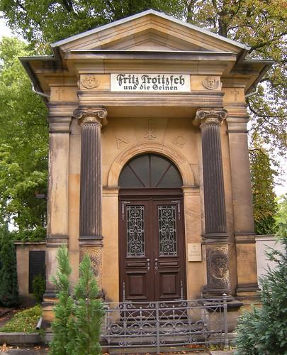Dorfkirche Schöneberg - Grabstätte Troitzsch