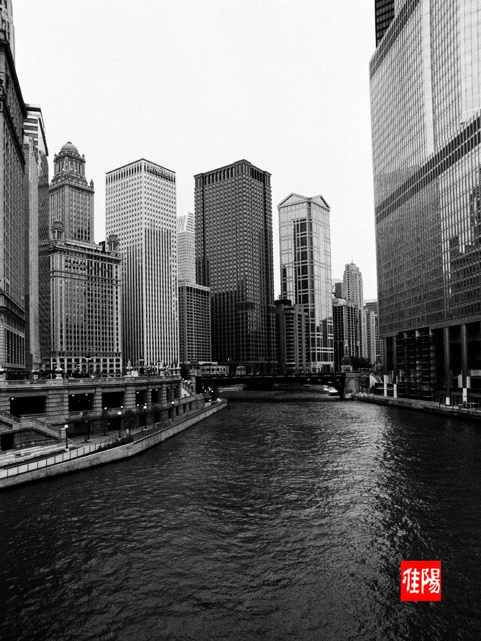 AE1P_Chi-ChicagoRiver_SWest01