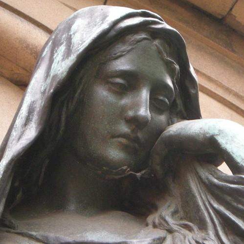 Dorfkirche Schöneberg - Trauerfigur - Detail 4