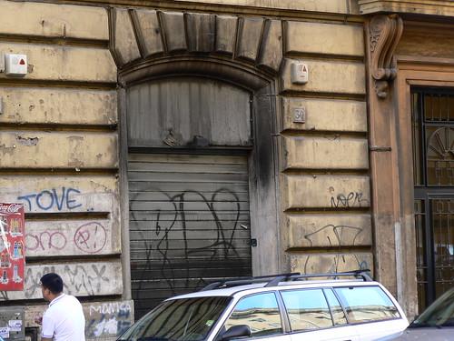 Il Negozio andato a fuoco in via Principe Umberto