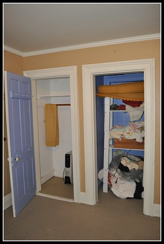 Yes! 3rd floor back bedroom closets