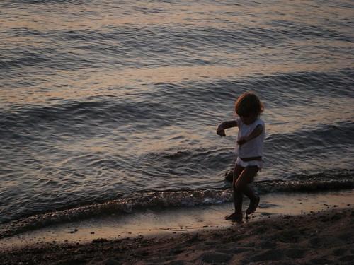 Pocas imágenes tan veraniegas como los niños jugando en la playa