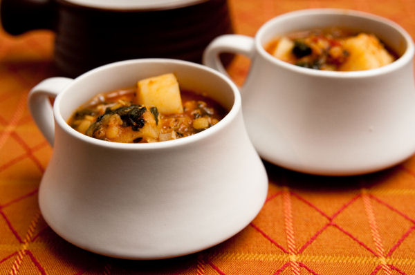 Spicy lentil, potato and spinach soup