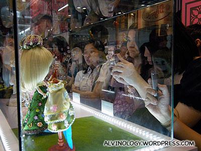 Taking photos of Blythe dolls