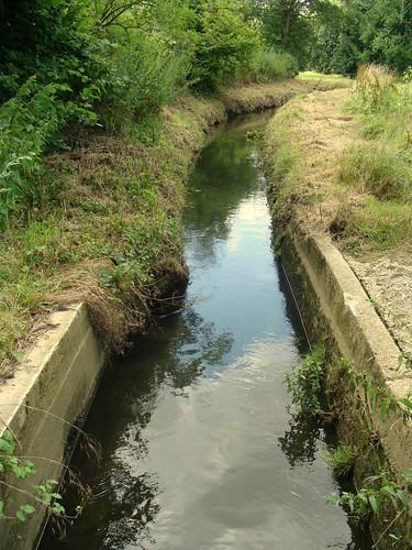 Het water van de Molenbeek stroomt door de Stenen Goot