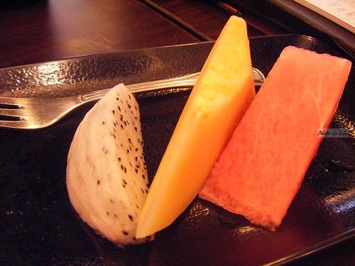 稀少的三片水果附餐。