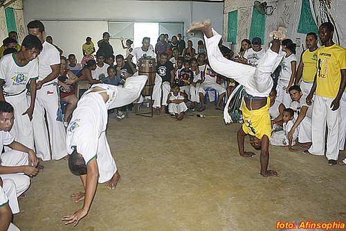 Capoeira Senzala Negra 21 por você.