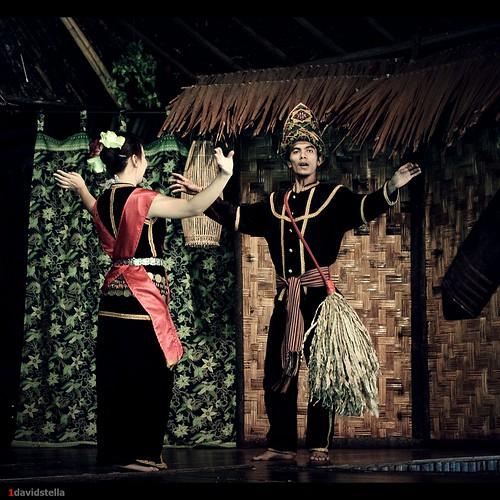 sumazau, Kadazan traditional dance