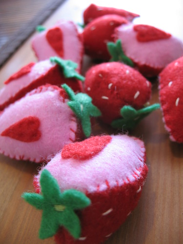 How To (felt strawberry halves)