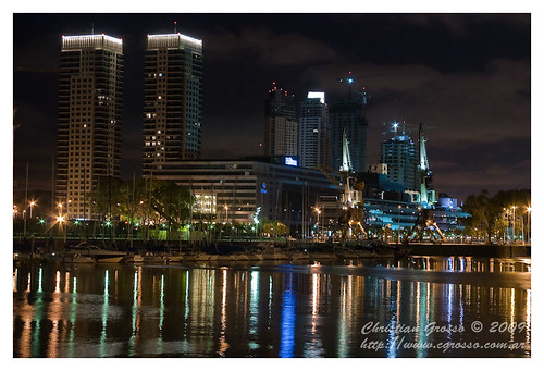 """Puerto Madero de Noche • <a style=""""font-size:0.8em;"""" href=""""http://www.flickr.com/photos/20681585@N05/3813919863/"""" target=""""_blank"""">View on Flickr</a>"""