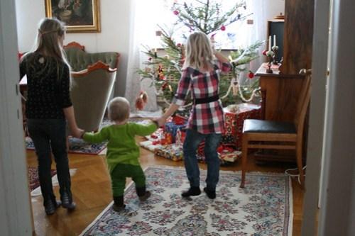 Ava och kusinerna på julafton
