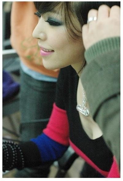 Surprise! Even Ga-in has some cleavage too! Hoooly!