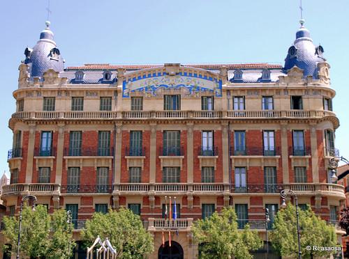 Edificio de «La Agrícola», en la Plaza de San Francisco de Pamplona