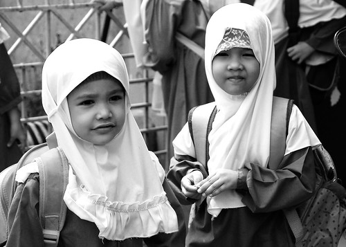Muslim girls after kindergarden class by Fotologist.