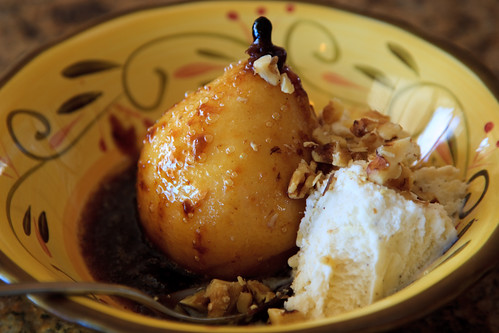 Baked pears with carmel, a la mode