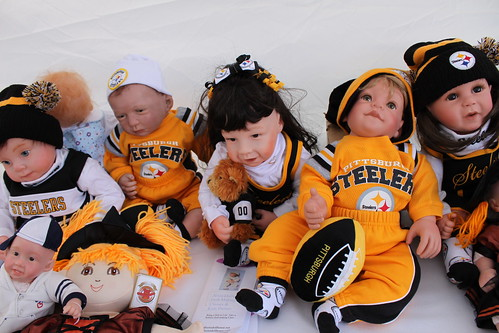 Pittsburgh doll fans by daveynin, on Flickr