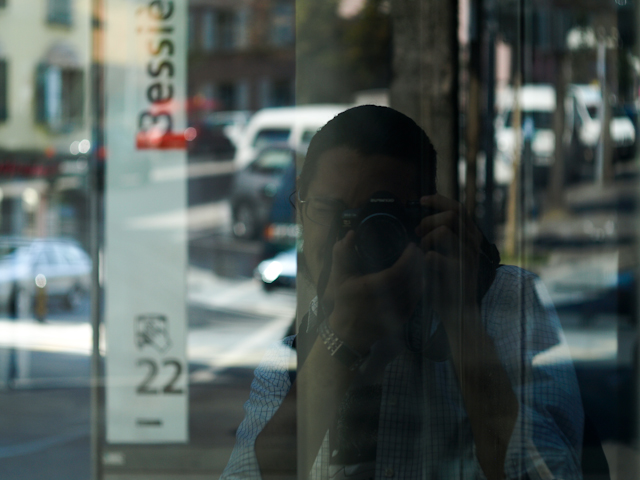 Iolă în stația de autobuz