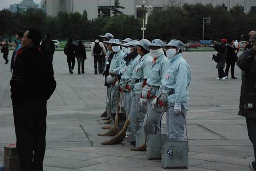 Ciudadanos chinos en las pruebas de Selección del Ejército de Operarios de Cascallana
