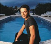 Alejandro Sanz en su casa de Miami