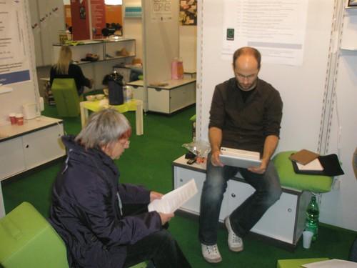 Papier beim Leseexperiment der HU Berlin auf der LIS-Corner auf der Frankfurter Buchmesse 2009 Zeit: 1:19 Gewinner!