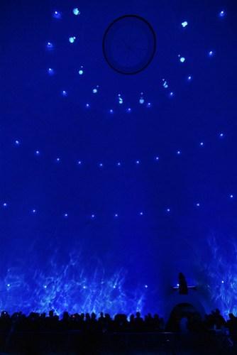 360 度的大螢幕看起來還蠻震撼的,不過內容就 soso 了,還是可以看看啦!