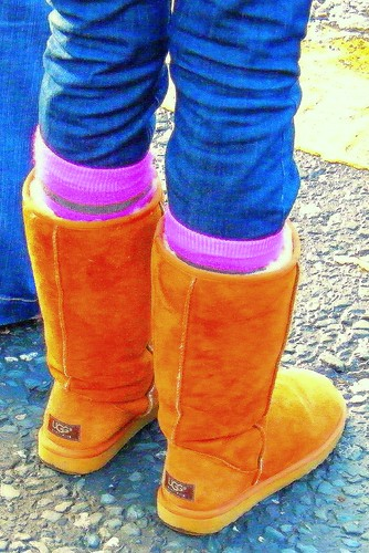 Teenage girl wears wonderful ugg boots in Dublin - Ireland - brown ugg boots with jeans and pink socks! Enjoy!
