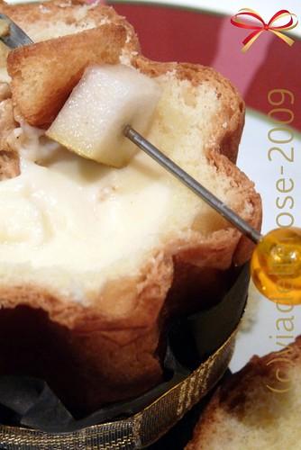 Pandorino con fonduta di formaggi e pere