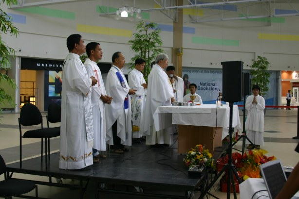 Bishop Dinualdo Gutierrez and other priests officiate a mass during the opening of Robinsons Place GenSan last September