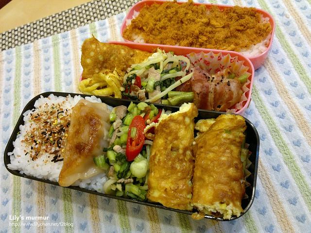 主菜是培根捲四季豆,配菜是雪菜肉絲+蔥花烘蛋。