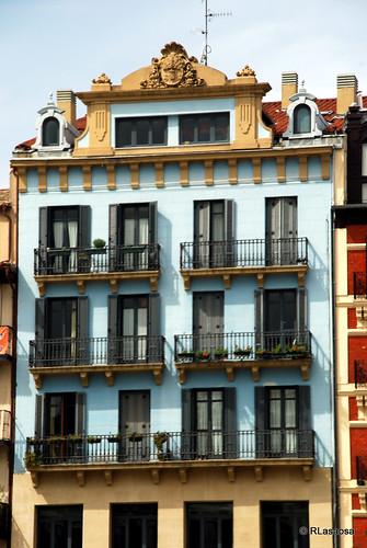 Fachada de un edificio de la Plaza del Castillo