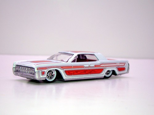 hot wheels waynes garage '64 lincoln continental (5)