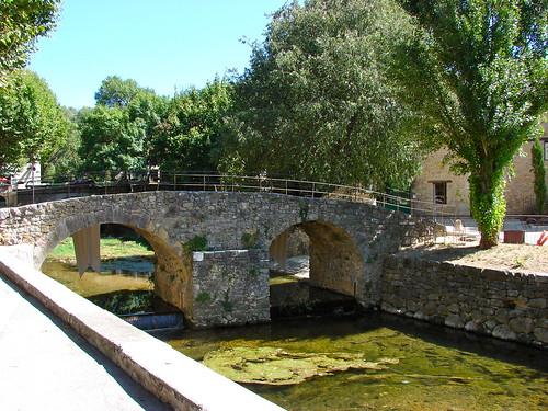 Le pont vieux vers le moulin