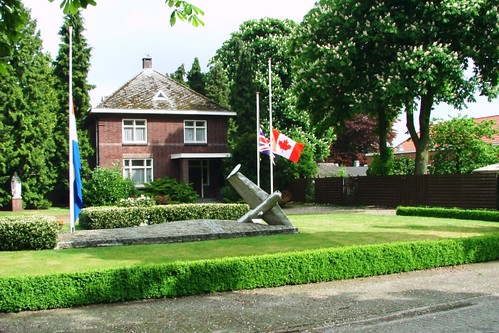 Westerbeek monument to the crew of PD221, 550 Squadron