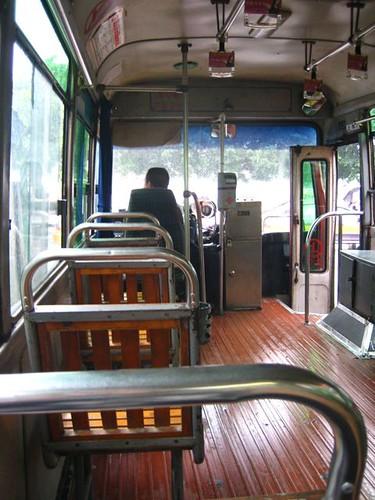 รถเมล์แบบเยินสุดที่ได้ขึ้น ยังเป็นไม้อยู่เรย
