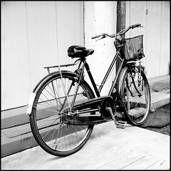 Old bicycle (>>mansur::amir<<) Tags: street blackandwhite bw 120 6x6 tlr film monochrome analog rolleiflex mediumformat square blackwhite hc110 malaysia kodaktmax400 melaka planar carlzeiss jonkerstreet 28f oldbicycle rolleiflex28fplanar manilovefilm
