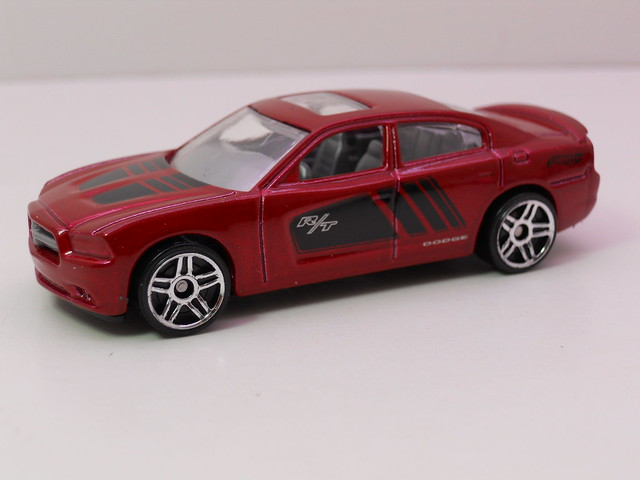hot wheels '11 dodge charger rt (1)