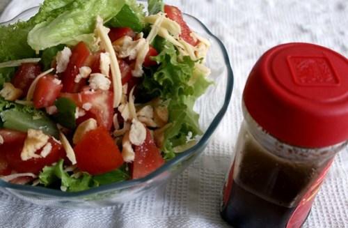 3. Salada com molho balsâmico