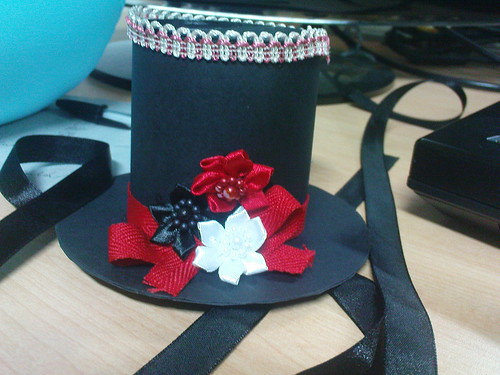 a mini top hat for strawberryjello