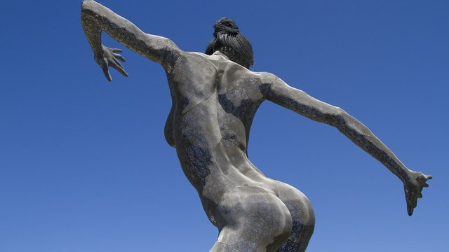 Truth Is Beauty A 55 Foot Tall Steel Mesh Statue Of A Woman
