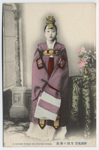 A Corean singer in dancing dress