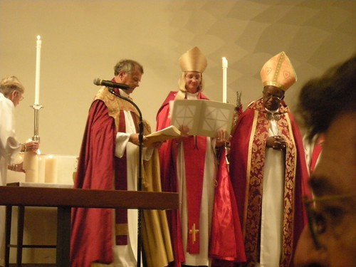 Three Bishops at the altar, St. Andrew's Saratoga California, Mary Gray-Reeves, Gerard Mpango, Michael Perham photo: copyright 2009 Katy Dickinson