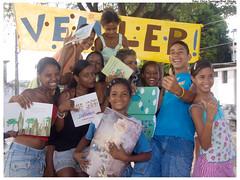 Serão 16 cadernos diferentes confeccionados pelas crianças. Na foto, crianças atendidas pelo PETI no projeto Ciranda de Livros, realizado em novembro de 2009. Foto: Chico Santiago/Pref. Olinda