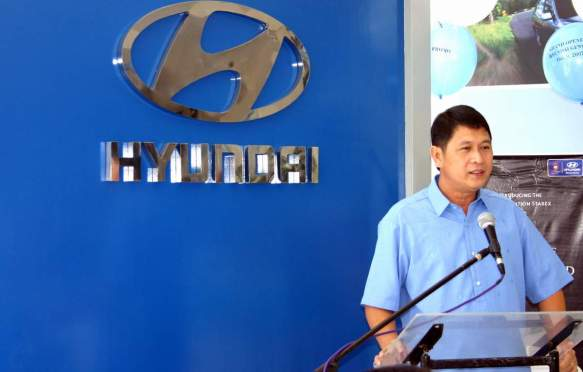 GenSan City Mayor Jun Acharon address the inauguration of Hyundai Phils-GenSan on October 2007.