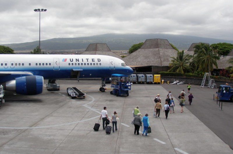 United jet and Kona airport