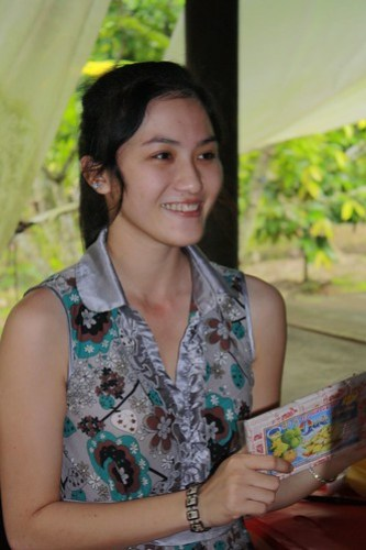 Om-om Indonesia rebutan motret si mbak