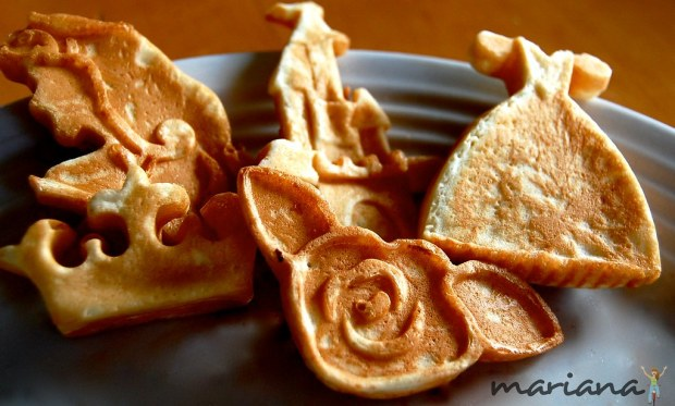 Product review: 5-in-1 Tasty Baker {the various shapes}