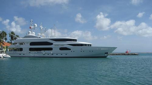 Double Haven Yacht in Aruba
