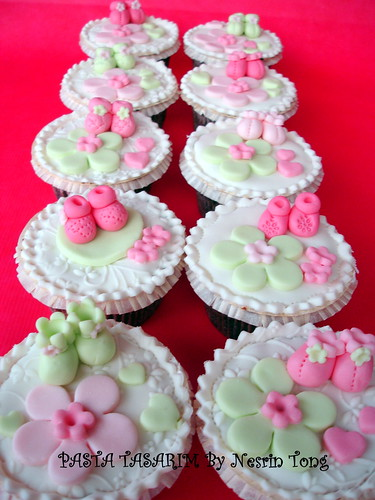 baby shower cupcake- girl