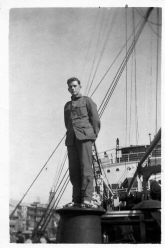 Leendert van der Groef  (7 Jan 1916 , Middelharnis (Holland)  -  26 Sep 1943 , Moulmein (Birma) , KNIL-sergeant for the coast- and anti-aircraft defence of the city of Soerabaja , Dutch Indies , appr. 1939  -  zijn levensverhaal